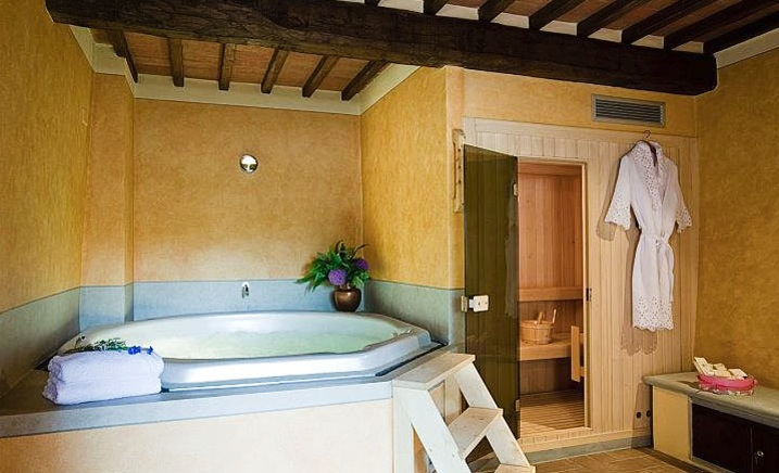 Tuscan-style-bathroom-large-bath