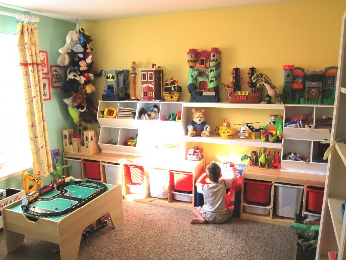 coreymoortgat.blogspot.in-childs-room-boy-happy-yellow-walls-green-accessories-and-racetrack-700x525