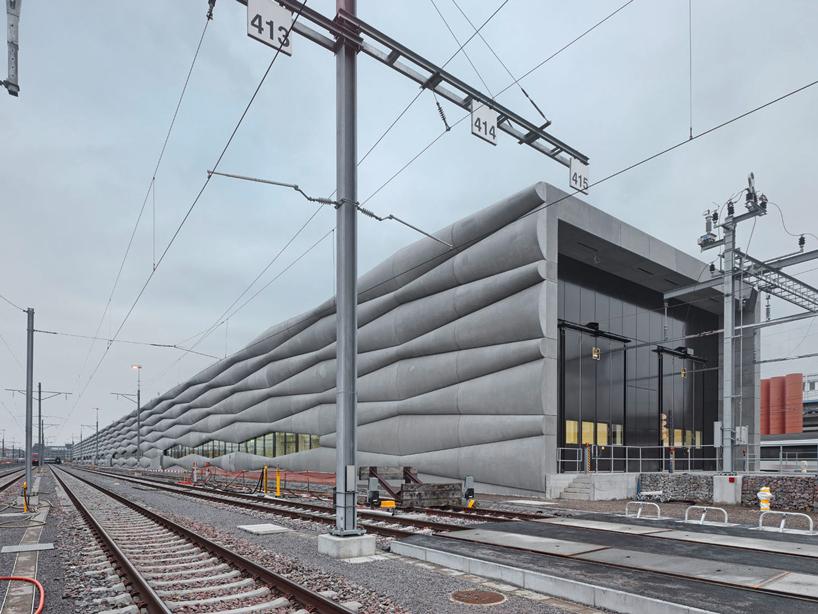 em2n-extension-railway-designboom-01