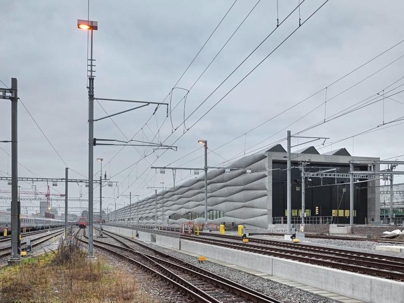 em2n-extension-railway-designboom-02
