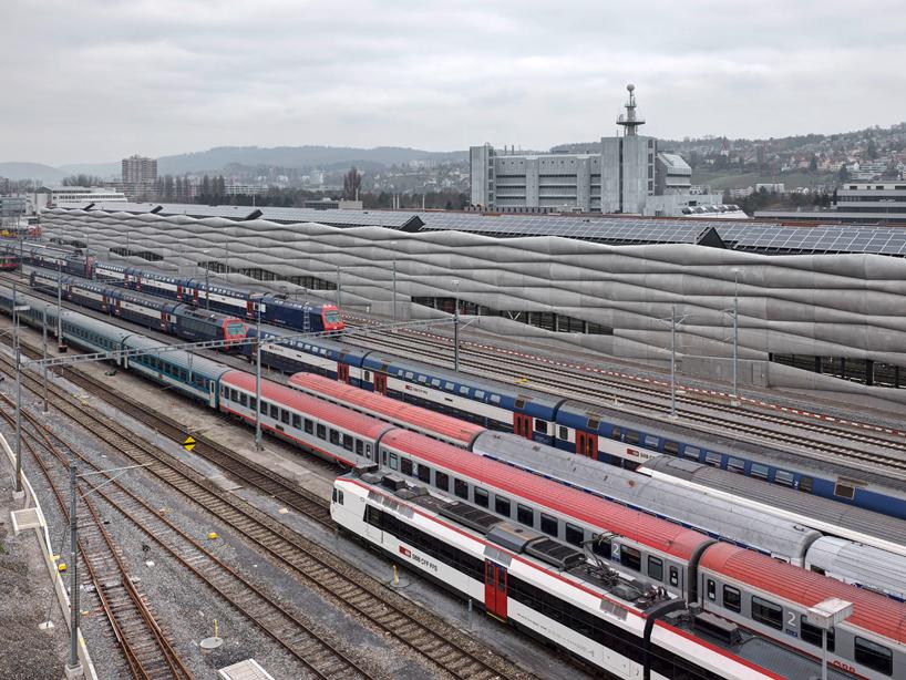 em2n-extension-railway-designboom-08