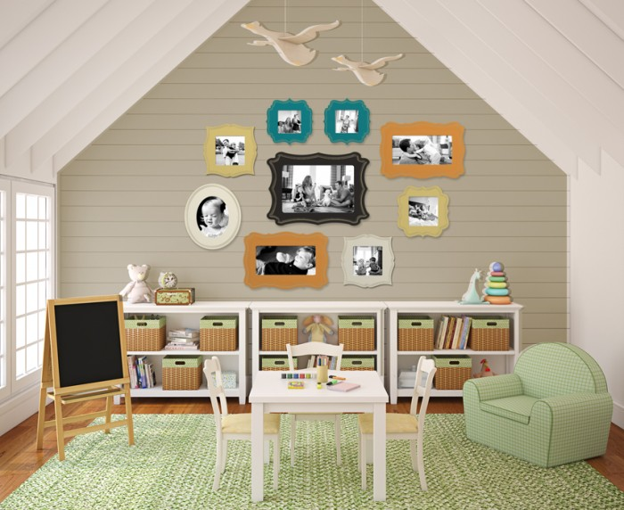 susannsaarelphotography.com-Attic-style-childs-room-Photo-collection-storage-in-pastel-700x572