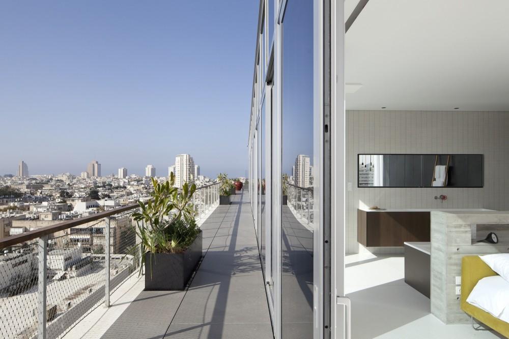 53aa130ac07a80e73200003c_open-and-transparent-to-the-city-pitsou-kedem-architects_rachel_yanai_030-1000x666