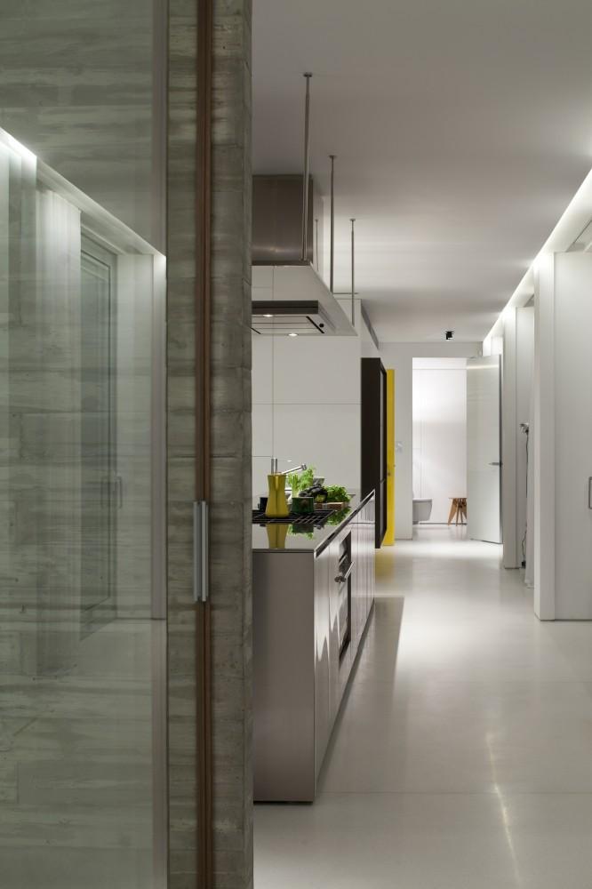 53aa13fbc07a8033bd00003e_open-and-transparent-to-the-city-pitsou-kedem-architects_rachel_yanai_071-666x1000