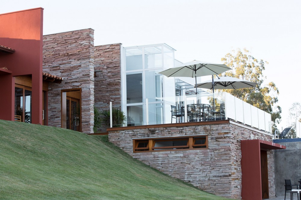 5402b83cc07a807fc5000072_canyons-do-lago-house-mutabile-arquitetura_23-1000x666