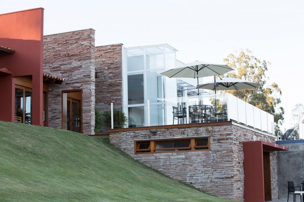 5402b83cc07a807fc5000072_canyons-do-lago-house-mutabile-arquitetura_23-1000x666