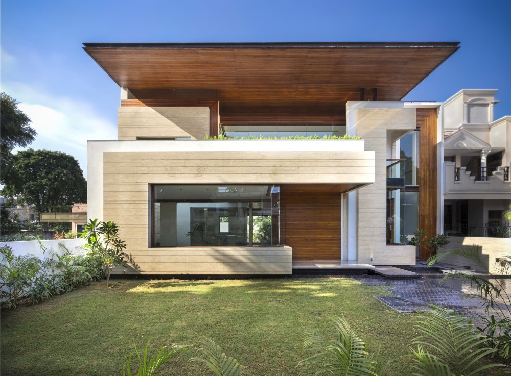 5470ec19e58ece22950000a7_house-in-mohali-charged-voids_a-1000x737