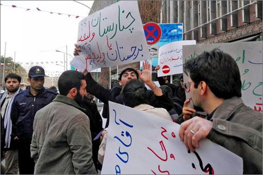 تجمع مقابل شورای شهر-03