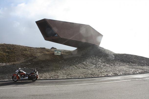 موزه عجیب و معلق  Timmelsjoch Experience Pass