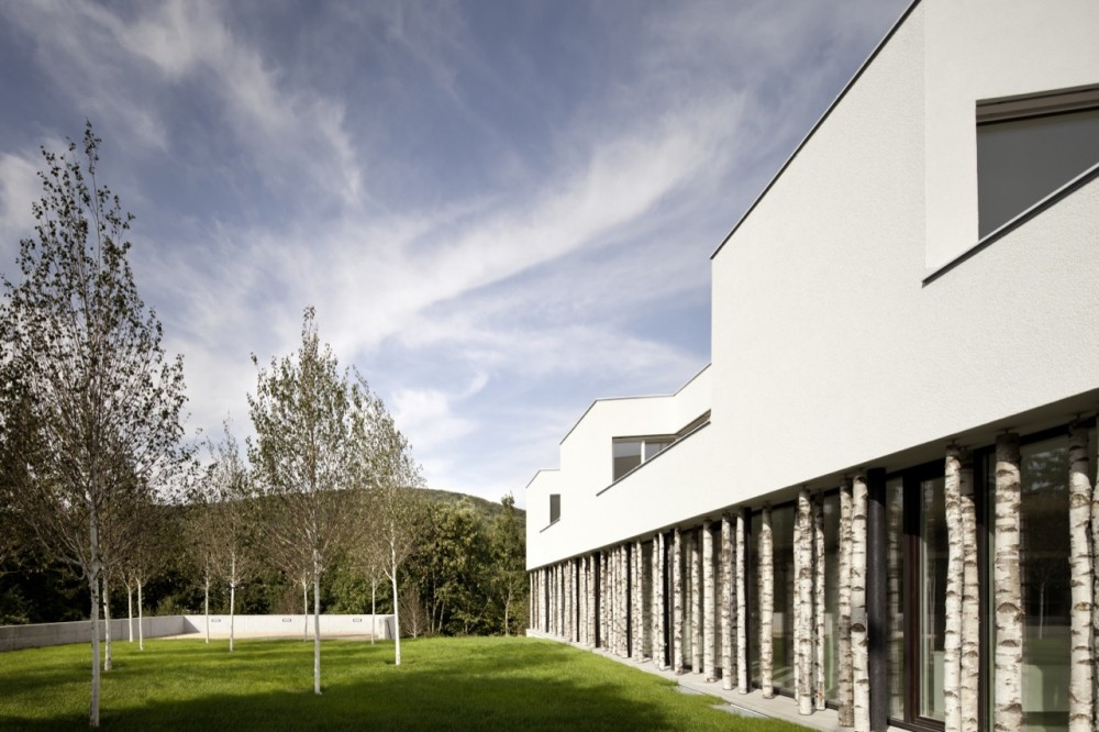 52aa73a1e8e44ee88f000076_ordination-vienna-woods-juri-troy-architects_06-1000x666