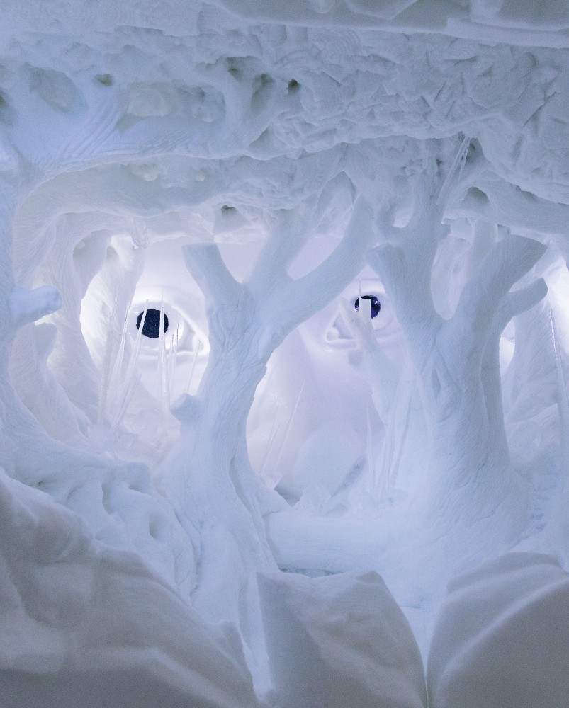 530f269ac07a80ce8b000140_a-place-to-chill-sweden-s-ice-hotel_bedtime_story_-_photo_paulina_holmgren-803x1000