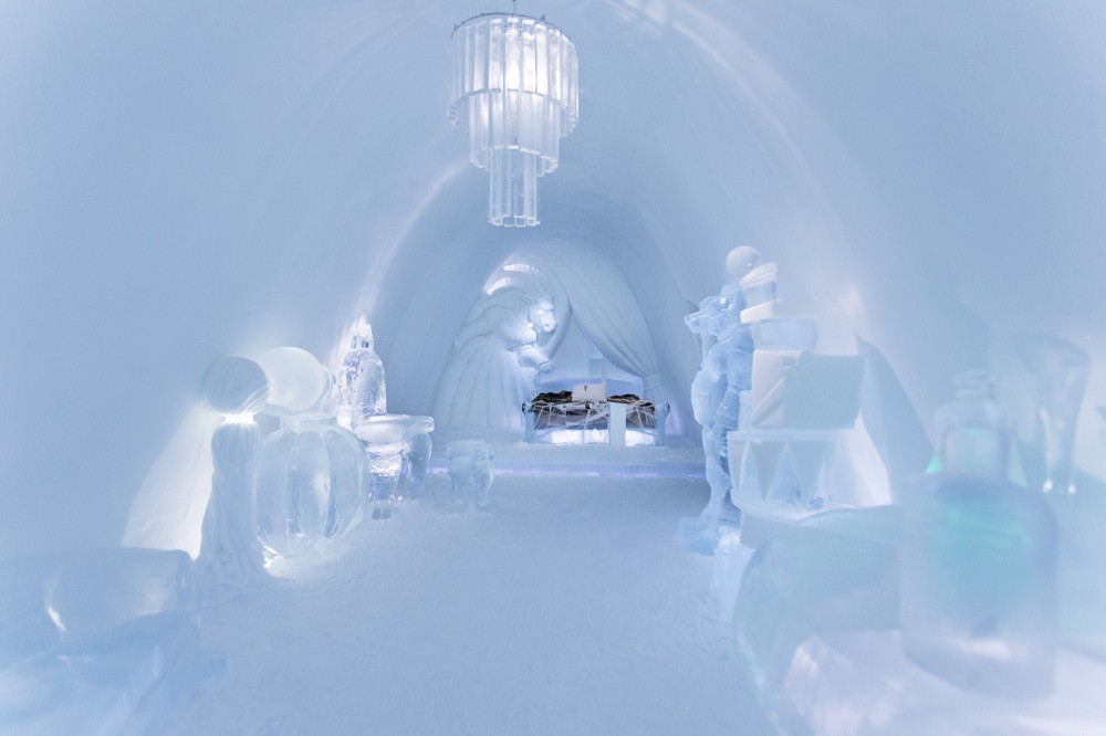 530f26dec07a802c76000151_a-place-to-chill-sweden-s-ice-hotel_absinthe_minded_-_photo_paulina_holmgren-1000x666