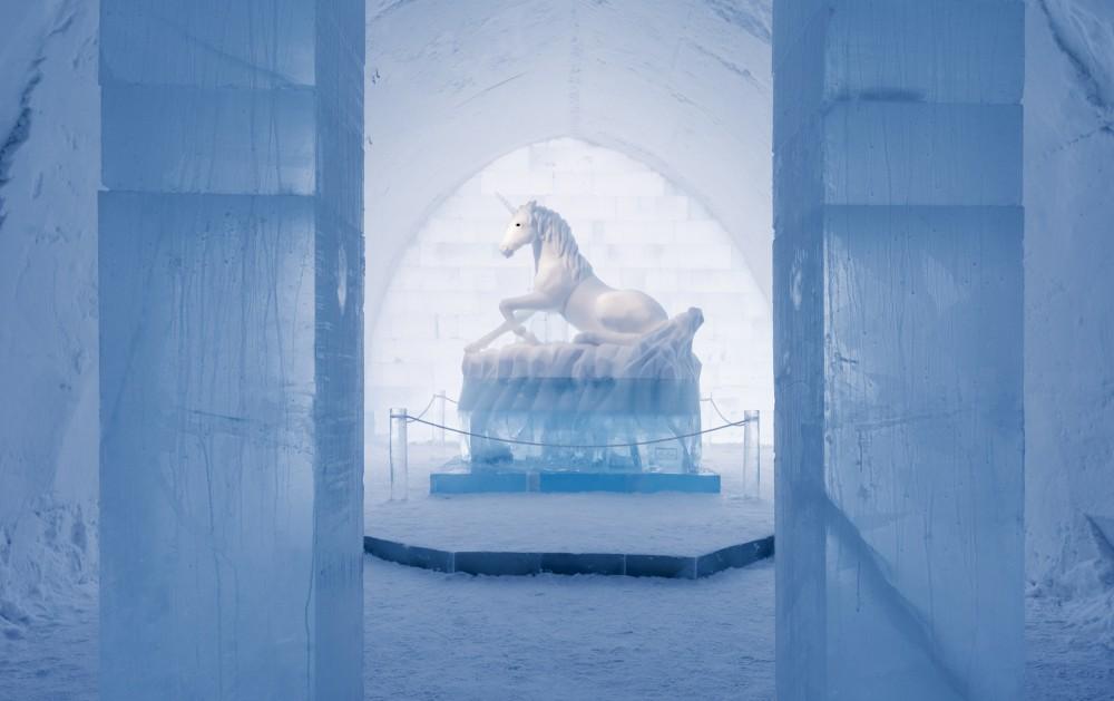530f26e3c07a80ed3b000196_a-place-to-chill-sweden-s-ice-hotel_main_hall_-secret_garden-_-2-_by_annasofia_m-g__alessandro_falca_-_photo_christopher_hause-1000x629