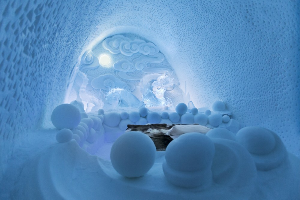 530f27b6c07a80ed3b000197_a-place-to-chill-sweden-s-ice-hotel_dragon_residence_-_photo_paulina_holmgren-1000x666