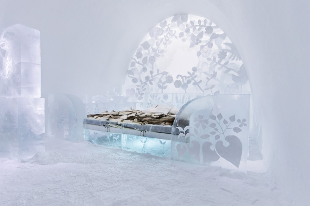530f2810c07a80ed3b000198_a-place-to-chill-sweden-s-ice-hotel_the_flower_-_photo_paulina_holmgren-1000x666