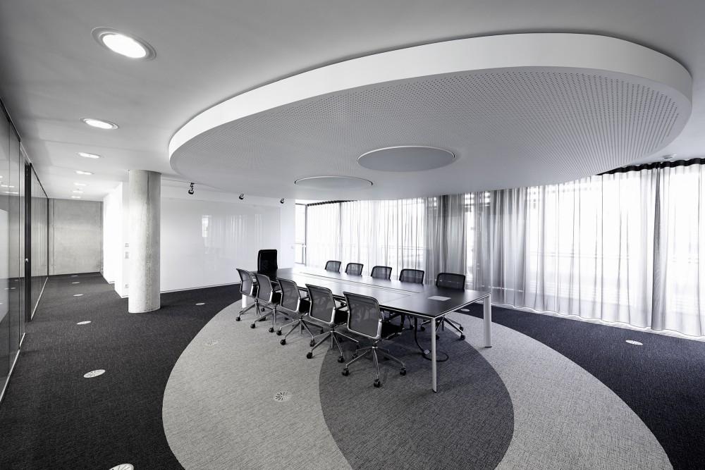 548a489be58ece0c90000075_innocean-headquarters-europe-ippolito-fleitz-group_p832_innocean-office-frankfurt_08_rh23423_press-1000x667