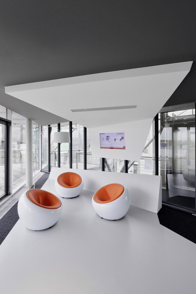 548a4a1be58ecec43700007f_innocean-headquarters-europe-ippolito-fleitz-group_p832_innocean-office-frankfurt_21_rh23432_press-667x1000