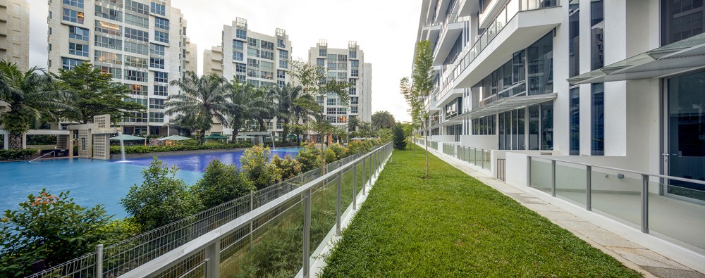 54bef936e58ece5637000151_jardin-dp-architects_first-storey-view-of-jardin-borrowing-views-from-gardenvista-1000x395