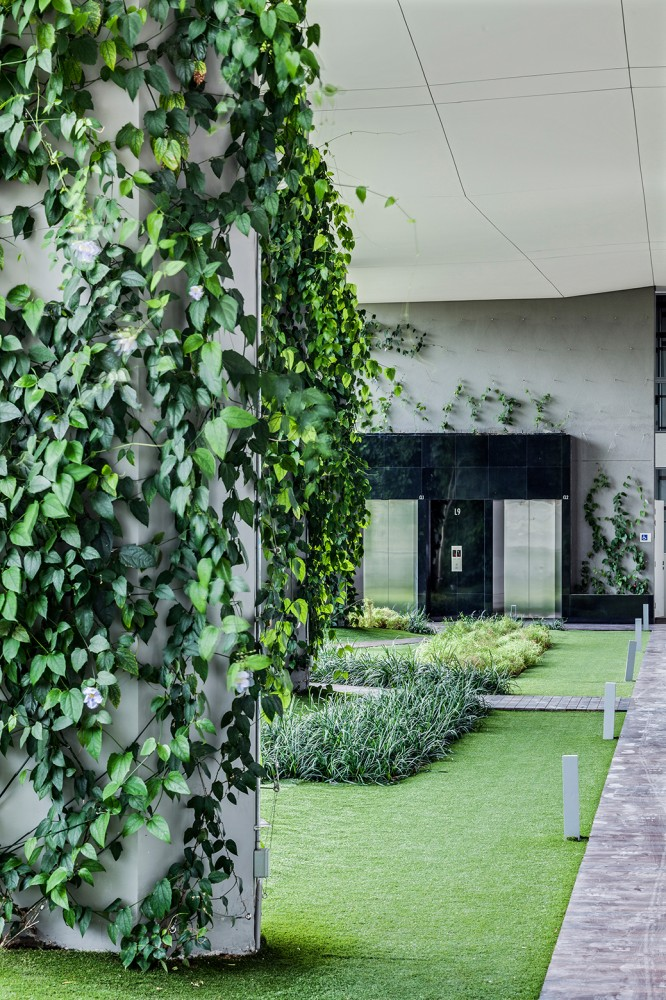 54bef9a8e58eceef7000015c_jardin-dp-architects_vertical-spaces-clad-with-vertical-greenery-666x1000
