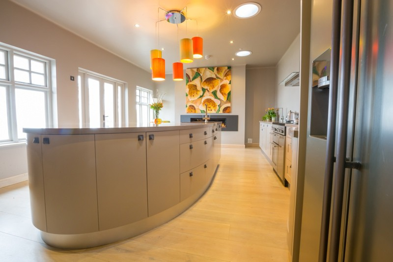 Bond-Kitchen-side-view