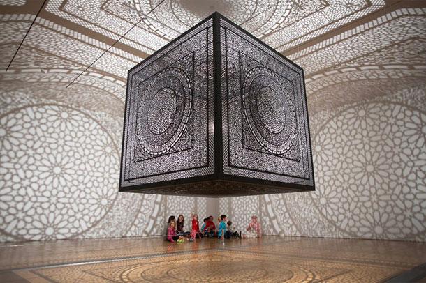تعامل نور و سایه با الگوهای اسلامی ، برنده artprize 2014