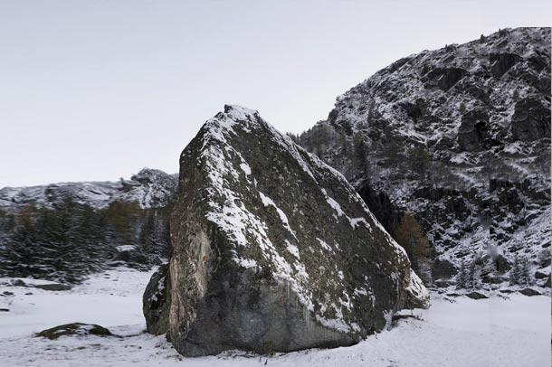کلبه ای جالب به شکل صخره در کوهستان های سوئیس