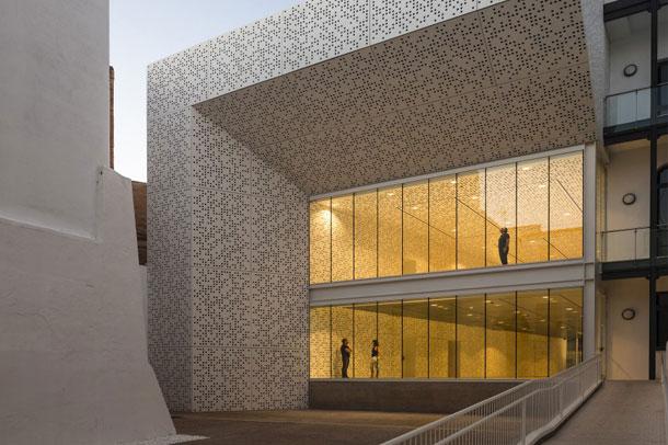 معماری قدرتمند در موزه هنرهای زیبا در اسپانیا