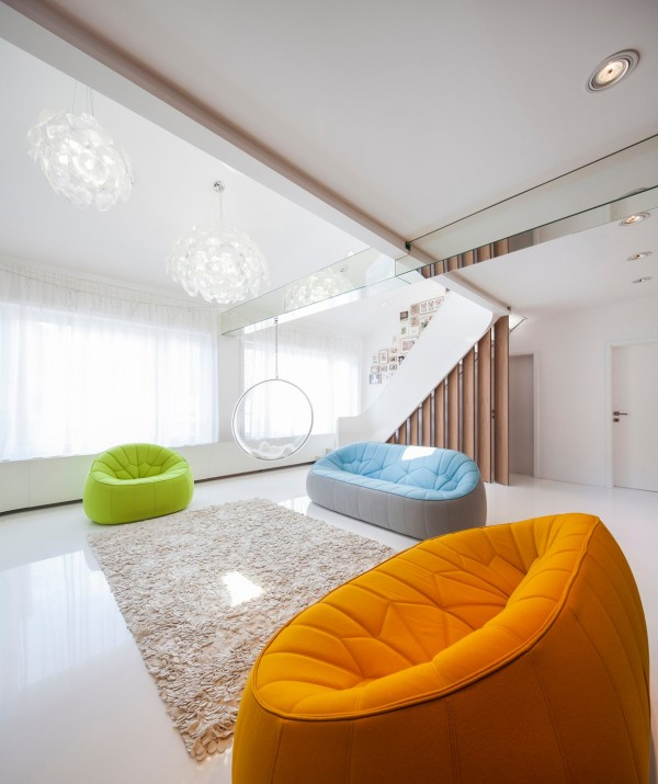 colorful-cool-couches-600x715