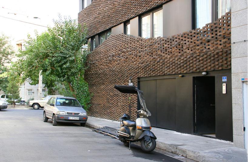 habibeh-madjdabadi-alireza-mashhadimirza-house-of-40-knots-bricks-persian-carpets-tehran-iran-designboom-05