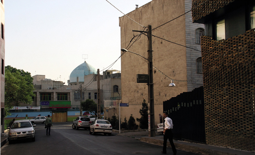 habibeh-madjdabadi-alireza-mashhadimirza-house-of-40-knots-bricks-persian-carpets-tehran-iran-designboom-06