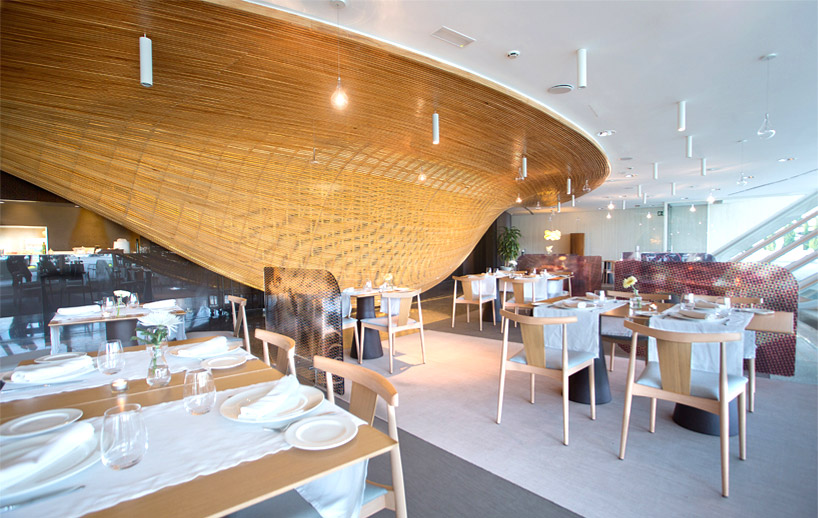 janfridesign-gglab-contrapunto-restaurant-timber-designboom-03