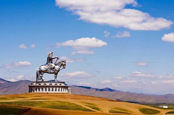 مجسمه بزرگ چنگیز خان در پایتخت مغولستان