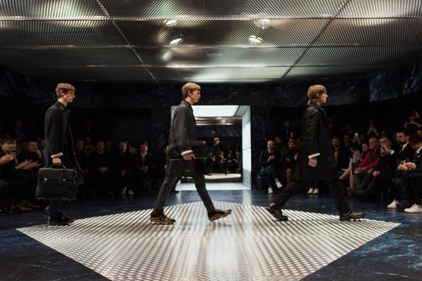 طراحی سالن بزرگ fashion show توسط گروه معماری OMA