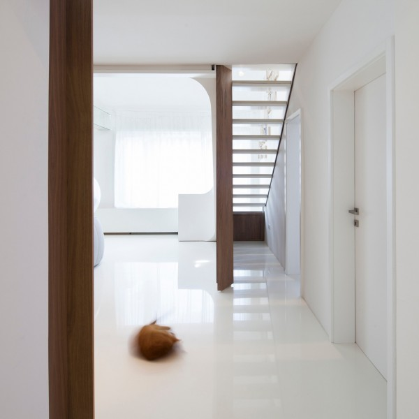 slick-white-flooring-600x600