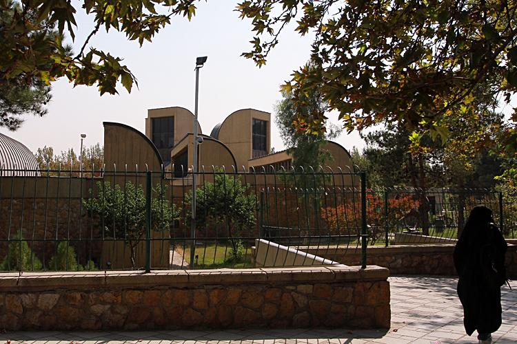 دانلود رساله کامل موزه مرکز هنرهای بصری