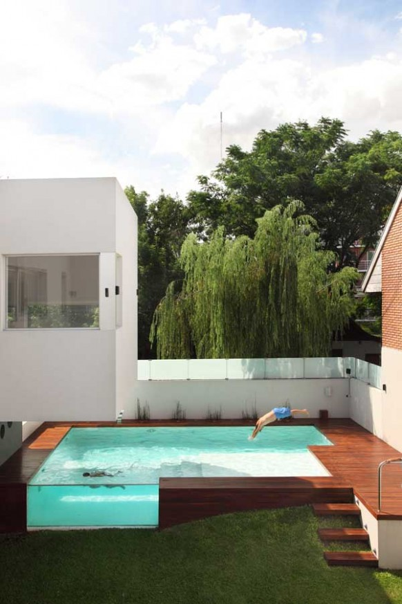 5-Modern-wooden-pool-deck-582x873
