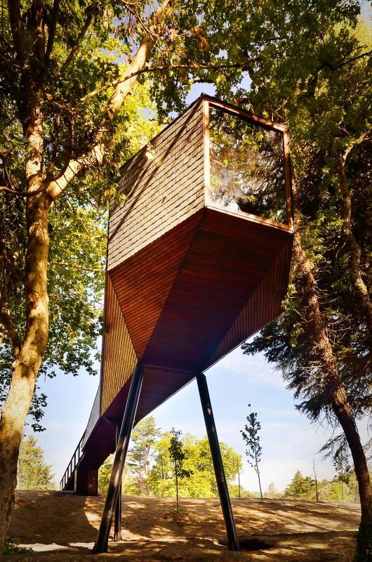 52449145e8e44ecb1700016c_tree-snake-houses-lu-s-rebelo-de-andrade-tiago-rebelo-de-andrade_tree_snake_house_2428-530x800