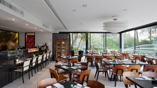 5497a60be58ece9bf400010c_lake-s-restaurant-mass-arquitetura_13209-mass-restlago-341-archdaily-530x298