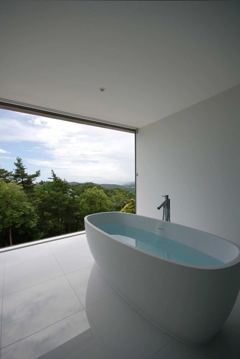 minimalist-white-bathroom_220215_02-800x1195