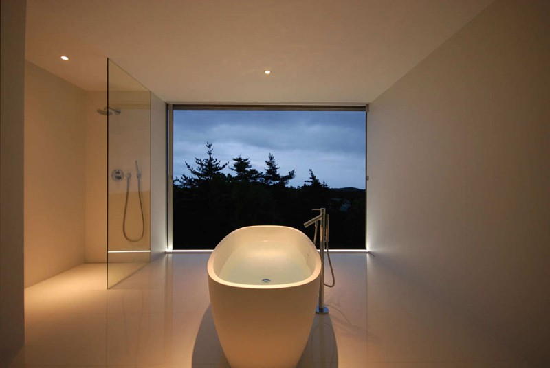 minimalist-white-bathroom_220215_03-800x536