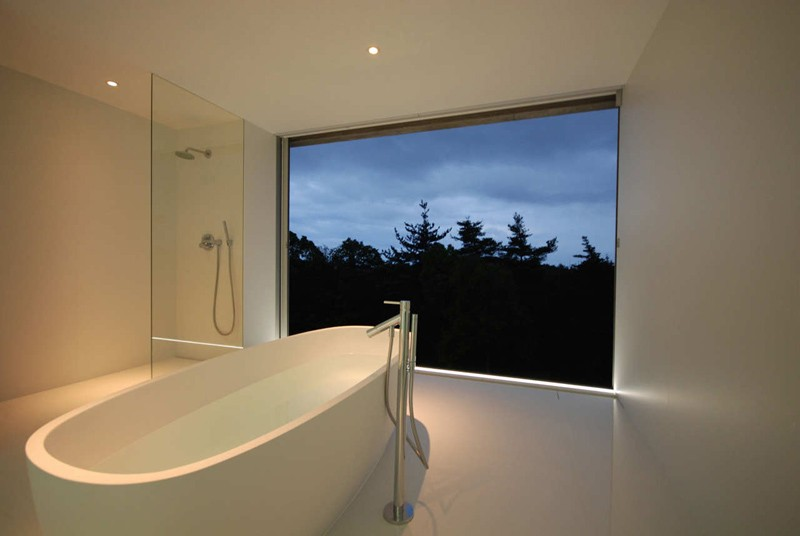 minimalist-white-bathroom_220215_04-800x536