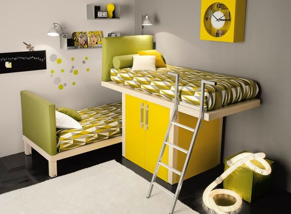 shared-kids-room-in-green-and-yellow