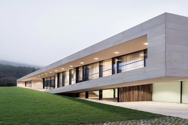 طراحی هوشمندانه ویلای مدرن I/O در بلغارستان