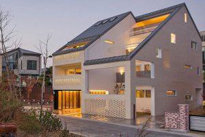 معماری مدرن در دل معماری سنتی شرقی با خانه