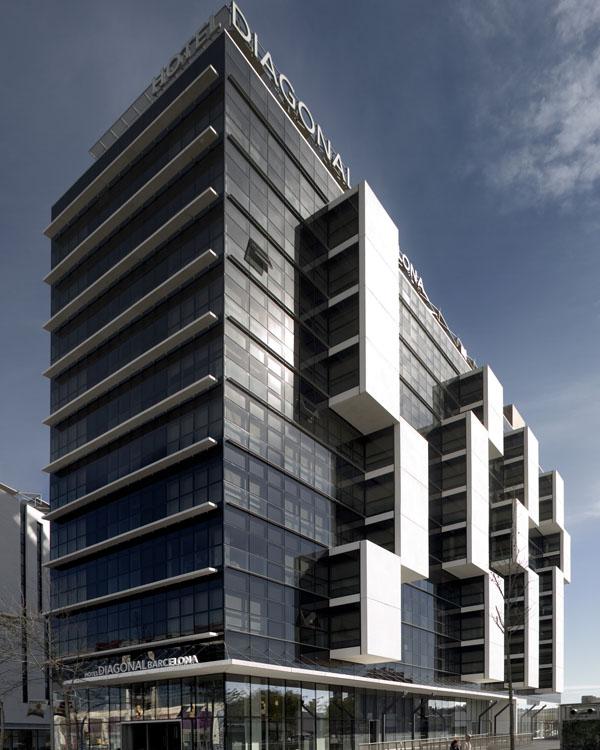 Hotel-Silken-Diagonal-Mar-Barcelona-proyecto-de-iluminacion-san-marco-b.lux-foto09_634677711272922935