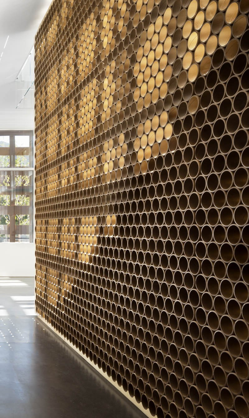 wall-made-of-tubes_270315_02-800x1344