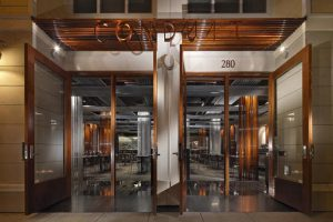 طراحی عجیب رستوران Conduit با لوله های آب
