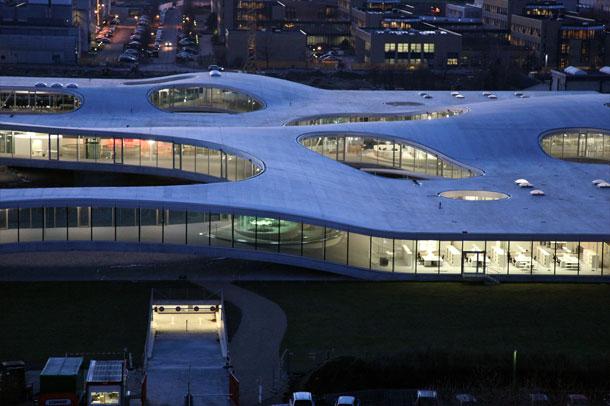 معماری عجیب محل اعلام توافق هسته ای ، دانشگاه پلی تکنیک لوزان