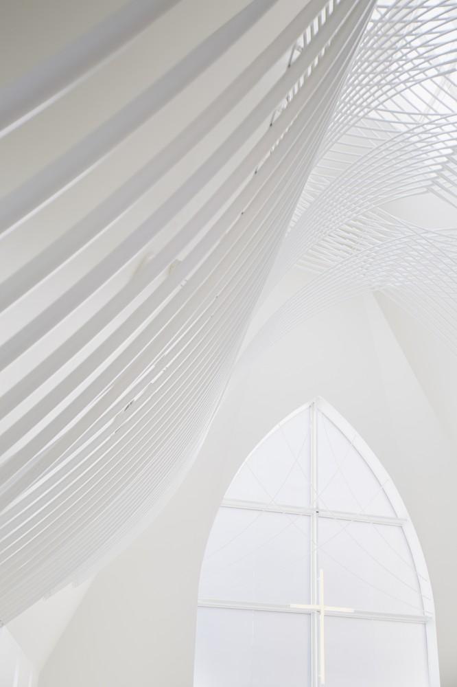 5532abfde58ecee00800025d_st-voile-chapel-kasahara-design-work_mihanbana (5)
