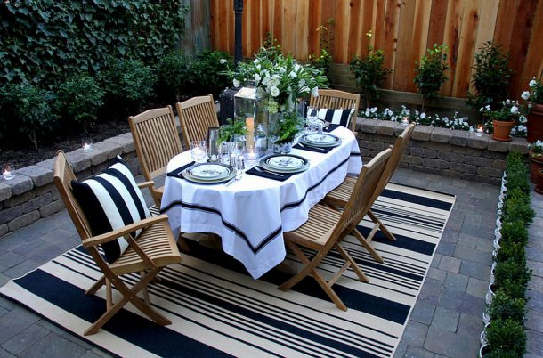 Fabulous-outdoor-rug-helps-define-the-al-fresco-dining